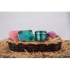 Dárkový koš březové kosmetiky Be2la® - 2 mýdla, koule do koupele/srdíčka, krém